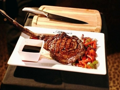 Monroe's Legends Steakhouse - Tomahawk Steak